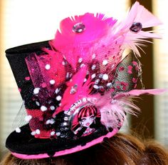 Monster High Mini Party Top Hat -- Birthday Crown or Hat -- Goth -- Princess… Festa Monster High, Monster High Birthday, Monster High Party, Crazy Hat Day, Crazy Hats, 9th Birthday Parties, 8th Birthday, Birthday Ideas, Monster High Characters