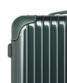 The corners of our RIMOWA Bossa Nova are covered in premium-quality German cowhide and stitched by hand.