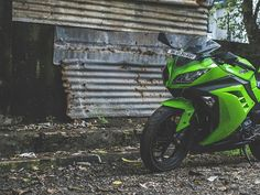 Kawasaki Ninja 300 #bike #bikes #superbike #abstract #vscogood #vsco #vscocam #vscophile #green #tire #perspective #justgoshoot