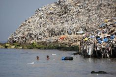 We are Trashing our planet…. - We are Trashing our planet…. Ocean Garbage Patch, Great Pacific Garbage Patch, Ocean Pollution, Plastic Pollution, Our Planet, Planet Earth, Save Our Oceans, Save Our Earth, Environmental Issues