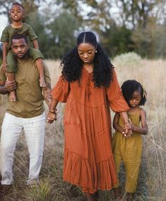 Fall Family Picture Outfits, Fall Family Pictures, Family Outfits, Fall Photos, Cute Family, Beautiful Family, Black Is Beautiful, Family Goals, Black Love Couples