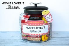 Movie Lover's Gift in a Jar with printable labels, tags and more. Mason Jar Christmas Gifts, Mason Jar Gifts, Mason Jar Diy, Christmas Love, Handmade Christmas, Christmas Ideas, Movie Night Gift Basket, Movie Basket, Pots