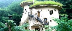 The World's 15 Storybook Cottage Homes - architecture house Earthship, Storybook Homes, Storybook Cottage, Unusual Buildings, Fairytale Cottage, Unusual Homes, House Roof, Cottage Homes, Cottage Interiors