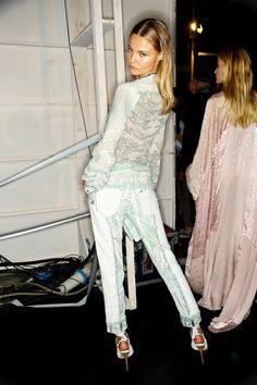 Image on Стилът на Hrisskas: Мода, дрехи и аксесоари  http://www.hrisskas.com/social-gallery/roberto-cavalli-spring-backstage-beauty-2014-hrisskas-style-4
