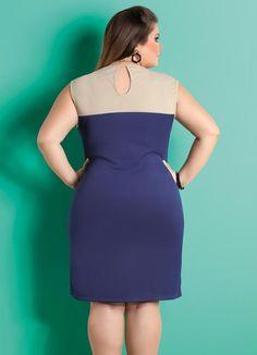 Vestido com Recorte no Decote Marinho Plus Size - Posthaus