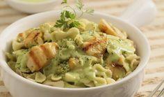 Pasta en salsa de cilantro con pollo