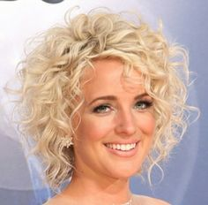 (notitle) Sure, the bushy perms of the might be out of vogue, but there are copiousness (generic Curly Hair Tips, Short Curly Hair, Hair Dos, Wavy Hair, Short Hair Cuts, Curly Hair Styles, Shot Hair Styles, Permed Hairstyles, Hair Hacks