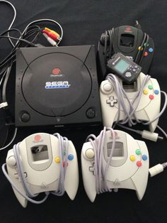 Sega Dreamcast Black Sports Edition US  #retrogaming #HotDC  with 4 controllers VMU and Power Stone 2 game (GD only). Not a bad price atm. Auction ends in about 3 hours.