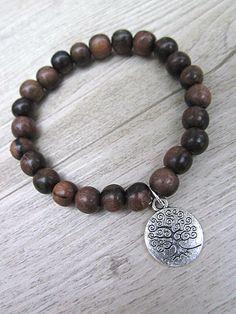 Bracelet fait de billes de bois exotique kamagong 8mm avec arbre de vie, méditation, buddha, guérison de la boutique BijouxDesignselect sur Etsy
