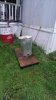 Trash can deer feeder