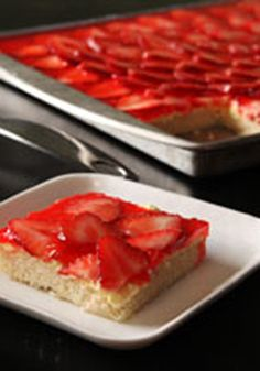 Glazed Strawberry Bars -- These bars are a great idea for potlucks or a summer barbecue. Substitute fresh raspberries, blueberries or slice kiwi for the strawberry slices if desired.