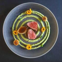 Food plating Healthy Food Plate, Chefs, Michelin Star Food, Plate Presentation, Eating Alone, Food Plating, Plating Ideas, Food Displays, Food Decoration