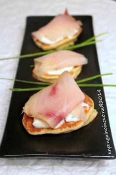 Un pinguino in cucina: Blinis di patate con crema di yogurt e pesce spada affumicato - Potato Blinis with Yogurt and Smoked Swordfish