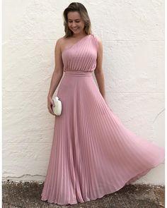 "5a171c96a Dona Lolla on Instagram  ""Aí meu 💗!!! O rosa está incrível 👏🏻👏🏻👏🏻  compre pelo 17 99662 7404  vestidolongo  longdress  vestidodemadrinha"".  Vestido ..."