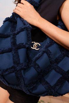 Chanel Resort, Chanel Cruise, High Street Fashion, Fashion 2020, Fashion Show, Fashion Trends, Vogue Paris, Fashion Bags, Womens Fashion