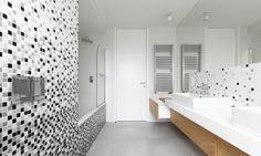 bathroom black and white modern apartment interior design Interior Design Dubai, Wood Interior Design, Apartment Interior Design, Interior Modern, Modern Wall Decor, Contemporary Decor, Kitchen Wall Design, Brick Fireplace Wall, Concrete Block Walls