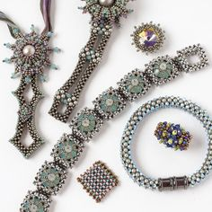 No need for fear--learn the fundamentals and more of right-angle weave (RAW) beading with expert Marcia DeCoster's new online workshop. Beaded Jewelry Patterns, Bracelet Patterns, Beading Patterns, Art Patterns, Beading Tutorials, Beaded Rings, Beaded Bracelets, Blue Wedding Rings, Tejidos