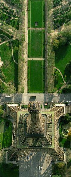 Paris in Green - La tour Eiffel dans le Champ-de-Mars, à Paris, France (1889)