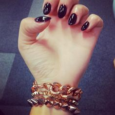 Subtle stiletto nail in black! Subtle Nails, Stiletto Nails, Ring Finger, Hair And Nails, Nail Ideas, Fingers, Beauty, Black, Black People