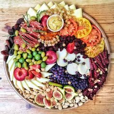 Spring is the perfect time to throw a party, how about a champagne brunch? Well here are some tips a Party Platters, Cheese Platters, Food Platters, Appetizers For Party, Appetizer Recipes, Pork Cheeks, Cheese Pairings, Wine Pairings, Spiced Pecans