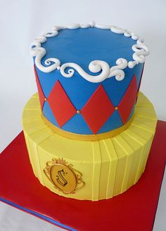snow white cake yellow on ottom the blue top with red accents and gold