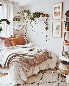 Rustic Bedroom Ideas - 25 Rustic Bedroom Design as well as Decoration Ideas for a Cozy as well as Comfy Space. 25 Fresh Rustic Layout and also Decoration Ideas to Give a Charming Look to Your Bedroom. Small Room Bedroom, Room Ideas Bedroom, Home Bedroom, Modern Bedroom, Bedroom Decor, Small Rooms, Bed Room, Minimalist Bedroom, Bedroom Plants