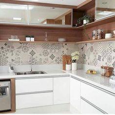 Minimalist Kitchen Decor: Stylish Ideas For Your Home Improvement Plan Kitchen Room Design, Kitchen Cabinet Design, Modern Kitchen Design, Home Decor Kitchen, Interior Design Kitchen, Home Kitchens, Kitchen Designs, Cottage Kitchens, Modern Kitchens