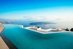 La piscine de l'hôtel Grace Santorini en Grèce