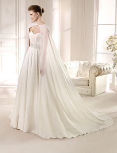 AUSTRAL / Wedding Dresses / Fashion 2013 Collection / San Patrick (Shown with Cape)