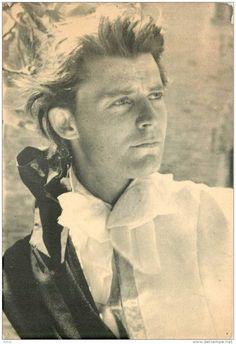 Gérard PHILIPPE dans le prince de HAMBOURG! La beauté, la grace, l'intelligence!