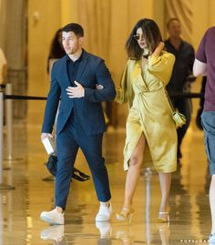 Priyanka Chopra & Nick Jonas spotted at his cousin wedding to meet the family in Atlantic City - June 2018 Photos Of Priyanka Chopra, Priyanka Chopra Wedding, Bollywood Actress Hot Photos, Bollywood Fashion, Urban Fashion, New Fashion, Indian Fashion, Fashion Ideas, Fashion Inspiration