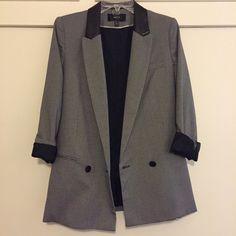 Faux leather neck lining. Oversized blazer look Mango Jackets & Coats Blazers Hounds Tooth, Oversized Blazer, Fashion Design, Fashion Tips, Fashion Trends, Blazers, Suit Jacket, Coats, Blazer