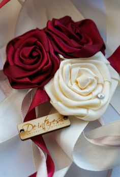 Свадебные аксессуары. Браслет  для подружки невесты цвета бургунди.#бургунди#марсала#бордо#невеста#подружки_невесты#свадьба#браслеты_для_подружек_невесты#розы#атласная_лента#кремовый