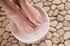Она втирала соду в ноги каждый день на протяжении 2 недель.