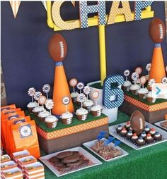 Touchdown Bash - super bowl football party- Tip Junkie is awesome when it comes to party ideas! Just look at all the fun printables and food! Sports Theme Birthday, Football Birthday, Boy Birthday Parties, 2nd Birthday, Themed Parties, Birthday Ideas, Birthday Recipes, Football Baby Shower, Sports Theme Baby Shower