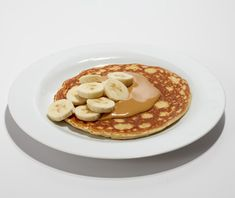 Protein Pancakes after workout! Beat together one whole egg and two egg whites. Mix in one scoop of any flavor of protein powder. Add powder until you reach a pancake batter-like consistency. Top with all-natural peanut butter and bananas. Protein Powder Pancakes, Protein Powder Recipes, Protein Recipes, Healthy Cooking, Healthy Snacks, Healthy Eating, Snack Recipes, Cooking Recipes, Easy Recipes