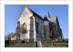 église fortifiée Saint Martin de Burelles. Picardie