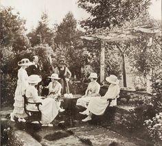 Tea time in the garden, 1919. #vintage #Edwardian #tea #garden #party #fashion