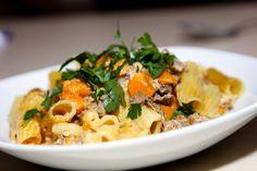 Torteglioni mit Kürbis-Bolognese