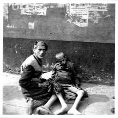 Warsaw 1941 2 boys in the ghetto