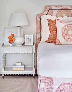 Home Tour: Buckhead Beauty pink and orange graphic prints modern teen girls room inspiration bedding Teen Girl Rooms, Girls Bedroom, Master Bedroom, Blue Bedroom, Modern Bedroom, Kids Rooms, Elegant Home Decor, Elegant Homes, Interior Design Inspiration
