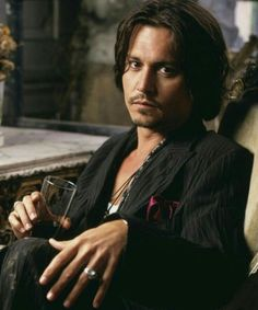 I have always (like the rest of the planet) thought Johnny Depp was hot, but I'm having trouble getting Captain Jack out of my head. Dirty Pirates are funny but NOT sexy. Take a bath Johnny! Johnny Depp Frases, Caroline Dhavernas, John Depp, Johnny Depp Pictures, Here's Johnny, Best Actor, Gorgeous Men, He's Beautiful, Beautiful Hands