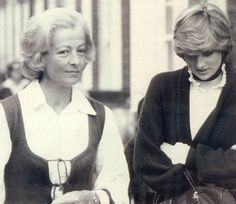 27 may 1981 with her mother, Frances Shand Kydd. (Date source: daily express edition of 28 May 1981. Diana and her mother drove to designer Bill Pashley's home studio in Battersea )