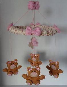 Móbile de ursinhas  Ursas em feltro. Pode ser feito em outras cores, e também para meninos, com tema diferente. R$ 62,00