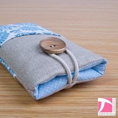 iPhone 4 4S pouch / iPod sleeve by TeresaNogueira on Etsy, €11.00