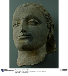 Buddhakopf (Gandhara, ca. 350, Museum für Asiatische Kunst, Berlin).