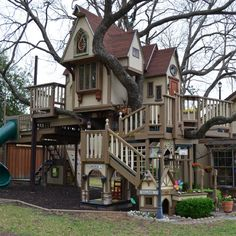 The Most Jaw-Dropping Tree House We've Ever Seen- WOW!!!