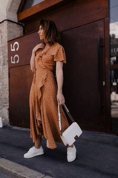 My Maxi Dress Outfit: So I Style Polka Dots Dress to Sneakers with Plateau! Business Casual Outfits, Dressy Outfits, Modest Outfits, Chic Outfits, Fashion Outfits, Casual Chic, Frack, Vintage Mode, Elegantes Outfit