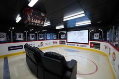 The 33 Best Man Caves You Have Ever Seen - BlazePress This very little else in the world than can declare your manliness as much as a man caves right? So what makes the perfect man cave? Lets take some inspiration Hockey Man Cave, Hockey Room, Ice Hockey, Sports Man Cave, Hockey Decor, Basketball Room, Basketball Court, Man Cave Diy, Man Cave