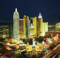 Amerika Nordamerika USA Nevada Las Vegas New York Hotel Nacht Skyline Freiheitsstatue Strip Boulevard Architektur Panorama Nacht